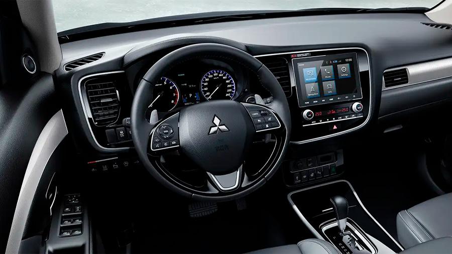 Asientos, volante y palanca de velocidades Mitsubishi Outlander Limited 2020 resena opiniones están forrados de piel