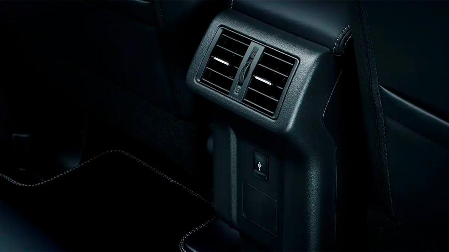 Mitsubishi Outlander Limited 2020 resena opiniones Lleva salidas traseras para obtener un flujo de aire adecuado