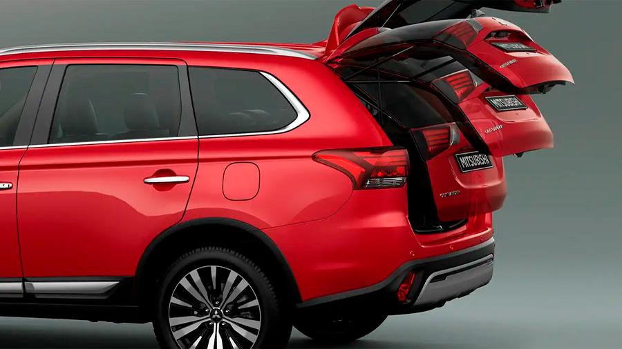 En los laterales Mitsubishi Outlander Limited 2020 resena opiniones, sobresale el marco en cromo de las ventanas