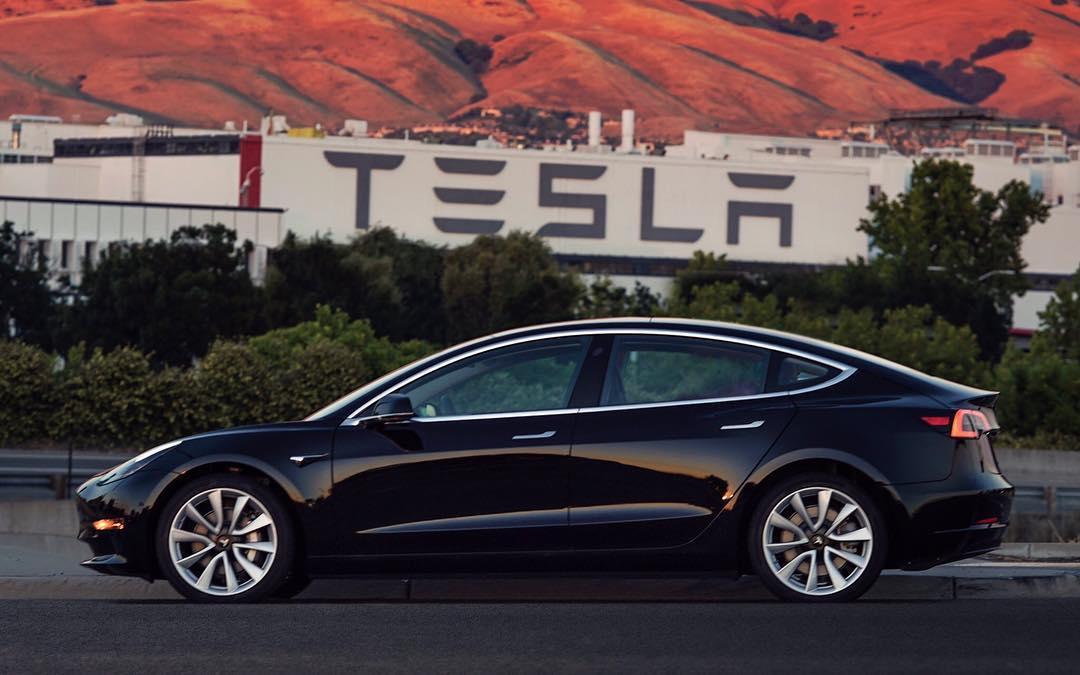 Tesla recibió duros comentarios sobre la calidad de la pintura de sus autos