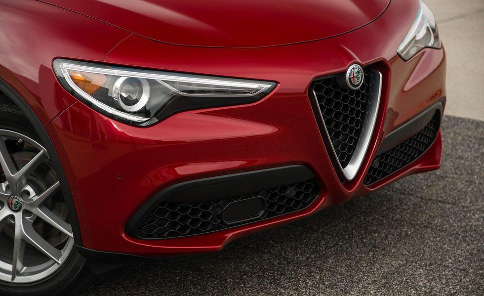 Frente más perfil de la Alfa Romeo Stelvio 2019
