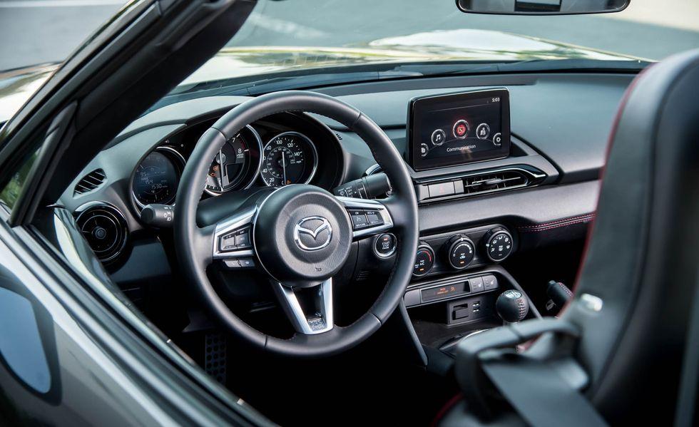 Mazda MX-5 transparente para ver la estructura interior