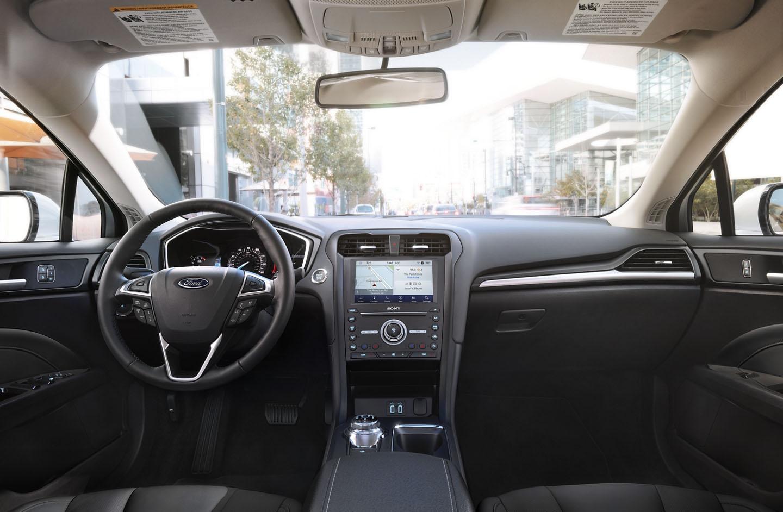 El interior del Ford Fusion Titanium 2020 resena opiniones tiene asientos en piel