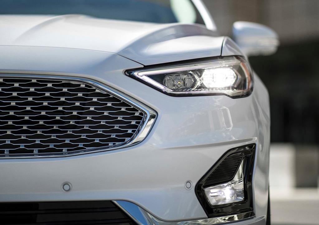 El Ford Fusion Titanium 2020 resena opiniones tiene rasgos deportivos