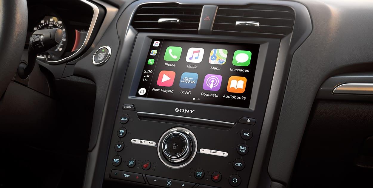 El Ford Fusion Titanium 2020 resena opiniones tiene dos pantallas en el cuadro de instrumentos