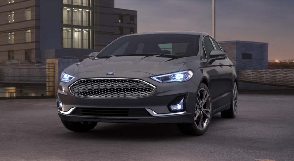 El Ford Fusion Titanium 2020 resena opiniones tiene faros automáticos y luces diurnas