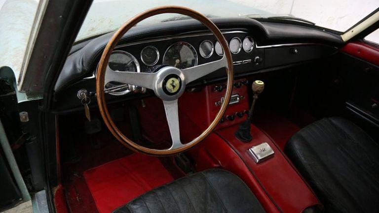 ferrari-250-gte-interior