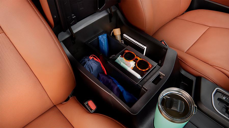 Toyota Sequoia Platinum 2020 resena opiniones Tiene compartimentos en el interior para guardar nuestras pequeñas pertenencias