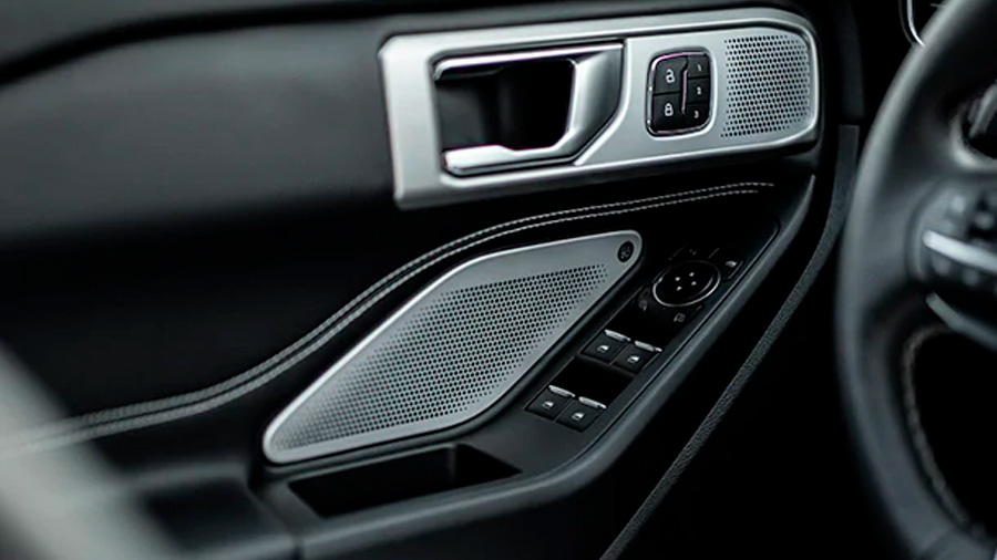 La cabina Ford Explorer ST 2020 resena opiniones es práctica, espaciosa y confortable