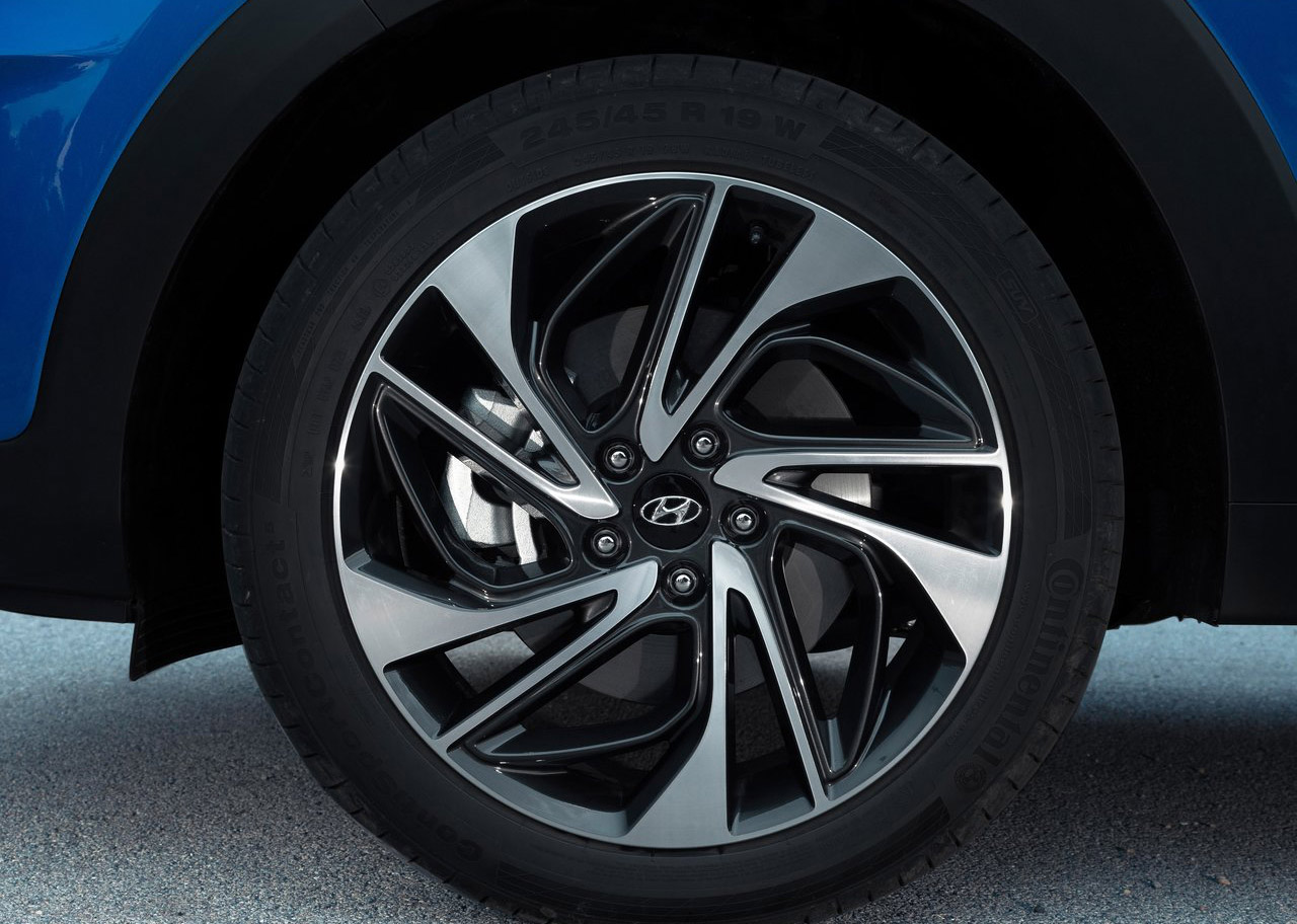 La Hyundai Tucson Limited Tech 2020 resena opiniones tiene rines con diseño deportivo
