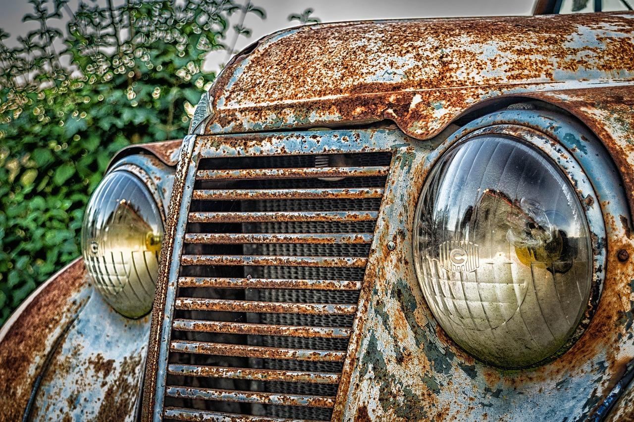 Descubren una colección con 300 autos de hace 30 años