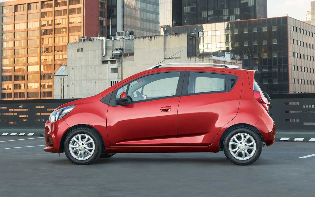 Chevrolet Beat hatchback rojo