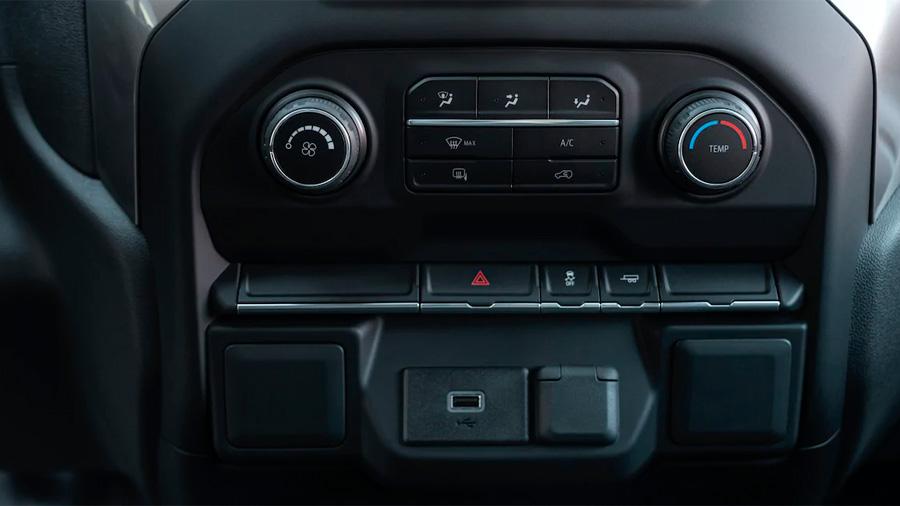 Chevrolet Silverado Doble Cabina 4x4 2020 resena opiniones Cuenta con aire acondicionado automático