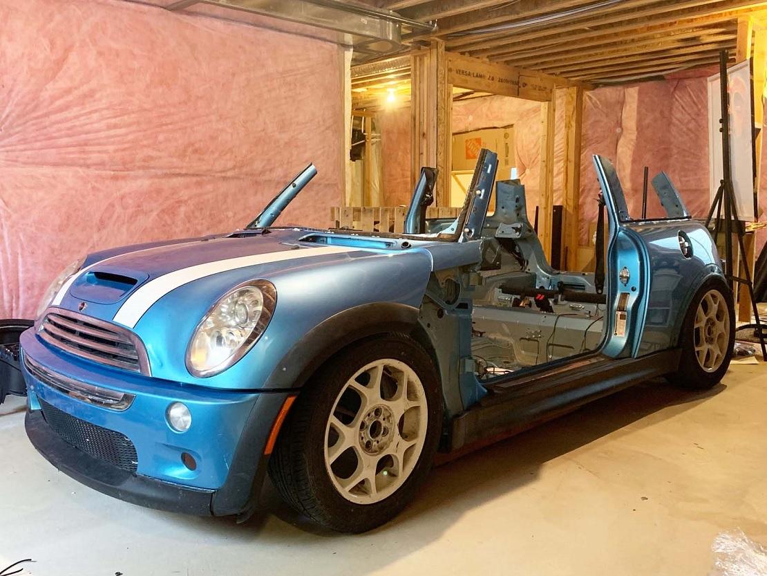 Convierten un Mini Cooper S en simulador de carreras