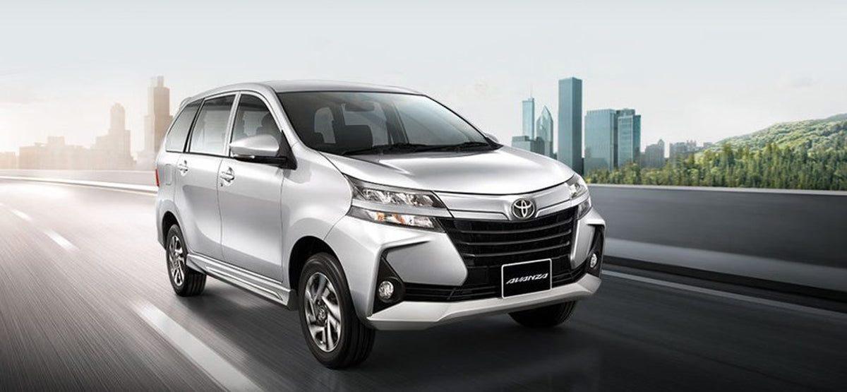 La Toyota Avanza XLE 2020 resena opiniones tiene cinturones de seguridad en las tres filas