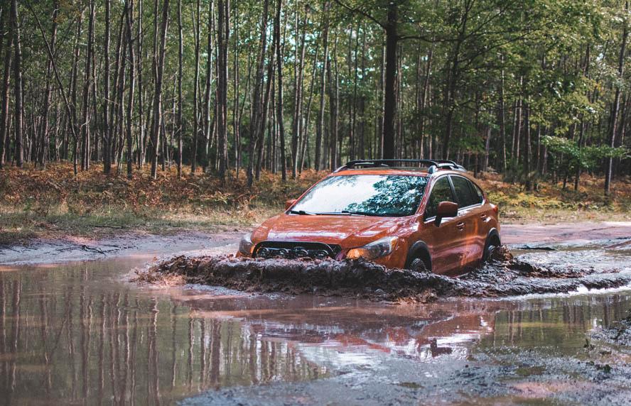 Autos atascados en el lodo