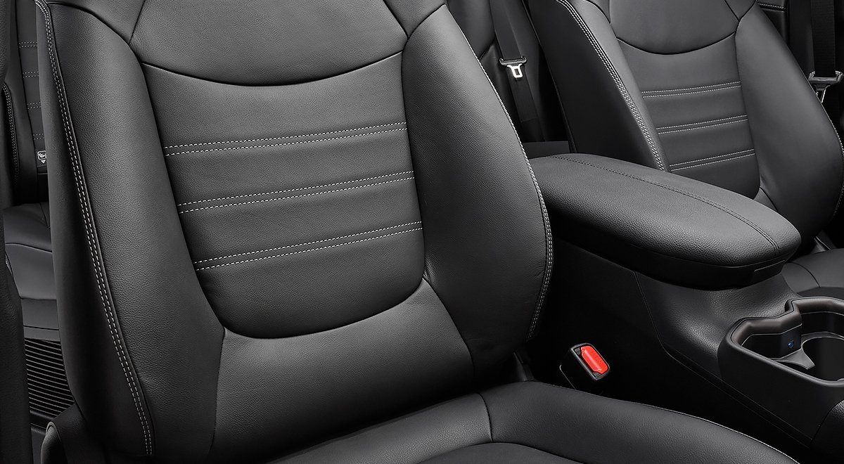 Toyota RAV4 precio mexico Se pueden encontrar vestiduras de tela o piel