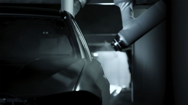 BMW usa inteligencia artificial hasta en el departamento de pintura