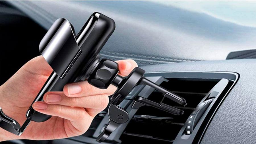 También toma en cuenta el sistema de sujeción y diseño del cargador inalámbrico para auto