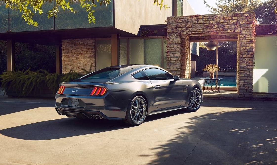 Este vecino no se tentó el corazón para silenciar un Mustang