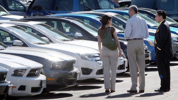 ¿Vas a comprar auto? Evita estos errores en el concesionario