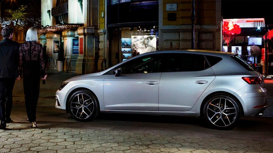 SEAT León precio mexico Es un modelo con una silueta reconocible a la distancia