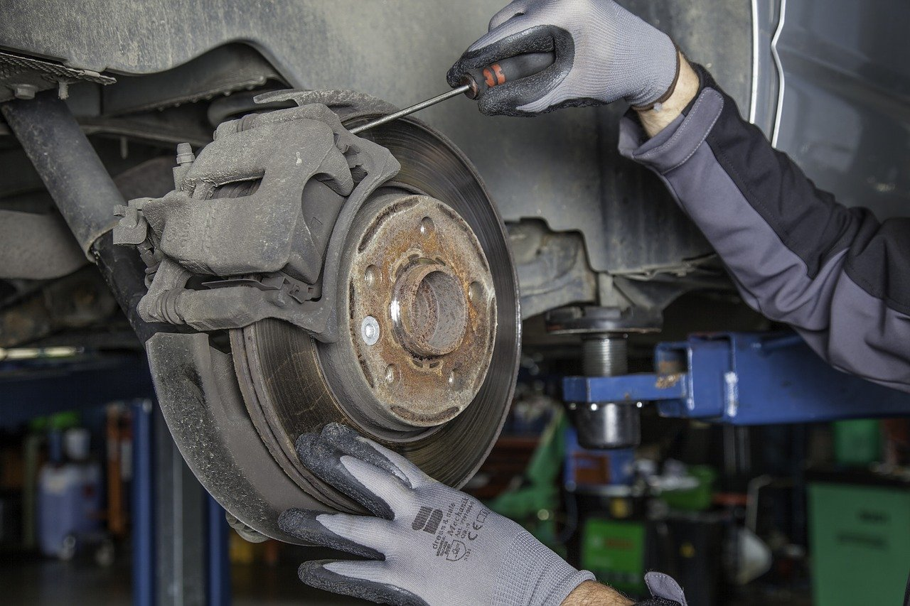 Los talleres mecánicos son parte de la industria automotriz