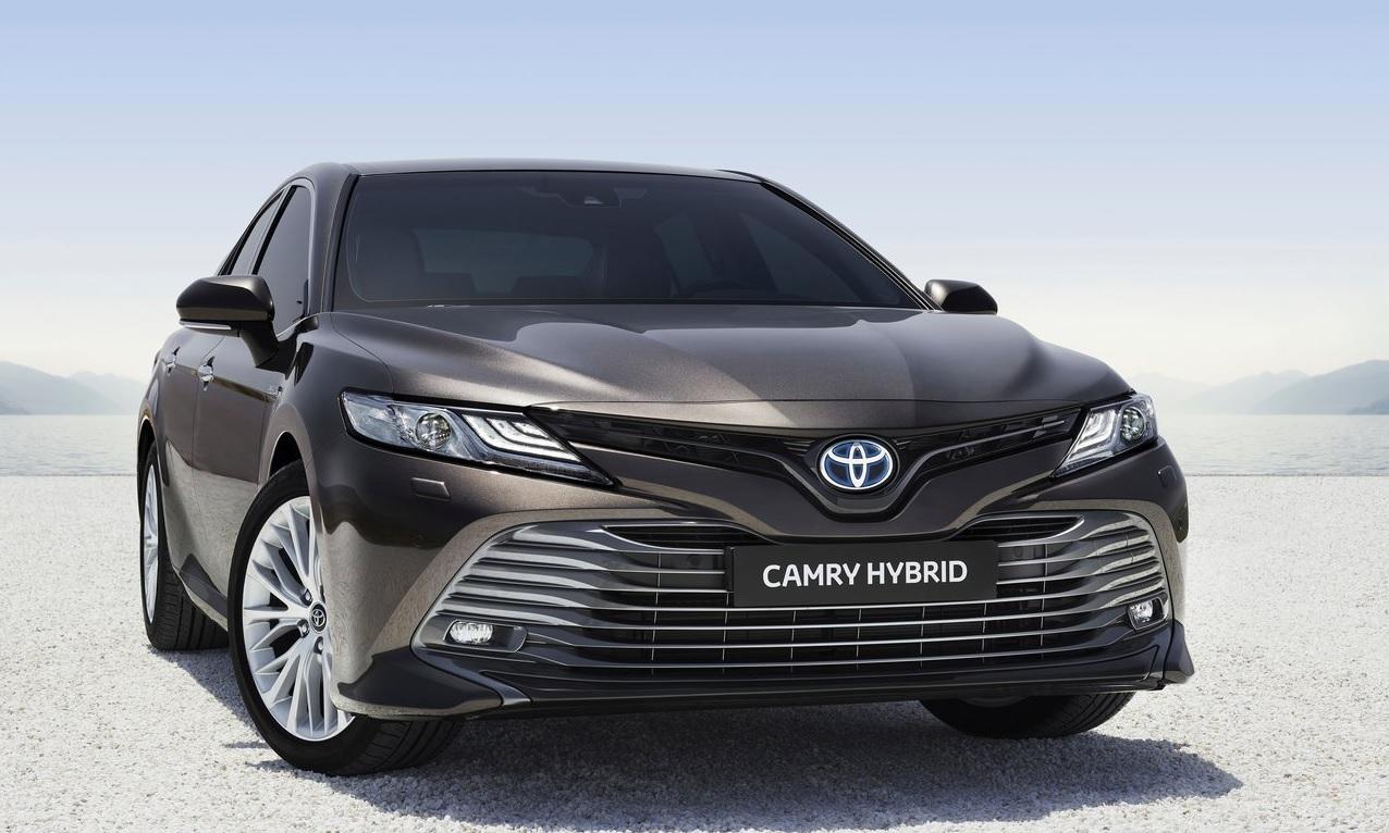 Ford Fusion Hybrid 2020 Toyota Camry Hybrid 2020 comparativa