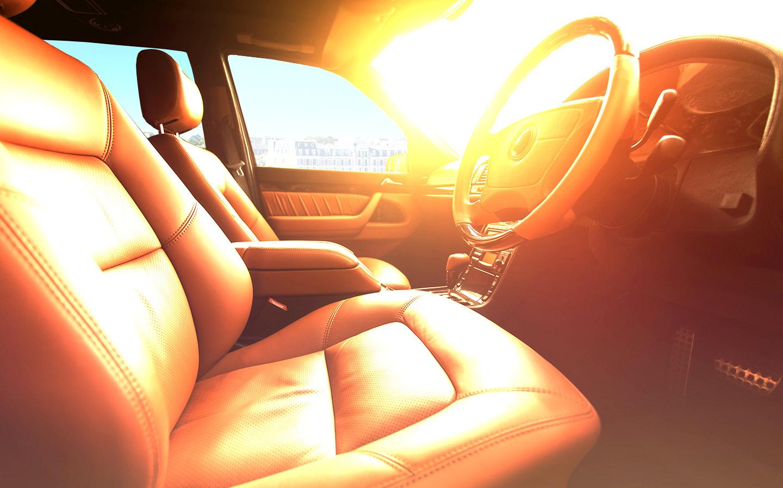 interior del auto dañado por el sol