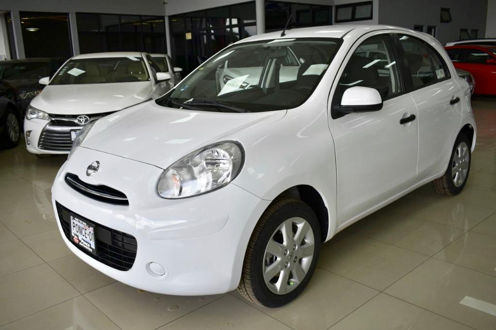 Nissan March blanco hatchback usados baratos