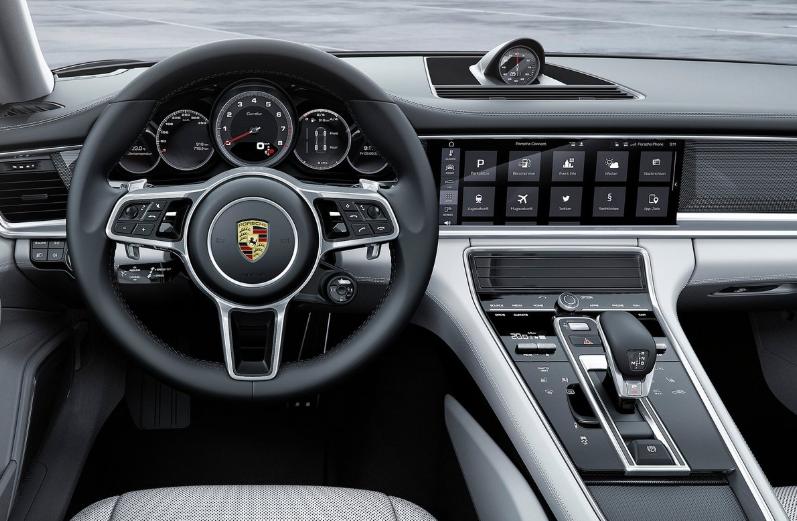 Porsche Panamera Turbo Executive 2020 Mercedes-AMG GT 4-Door Coupé 63 2020 comparativa