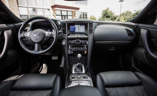 La Infiniti QX70 tiene un interior cómodo