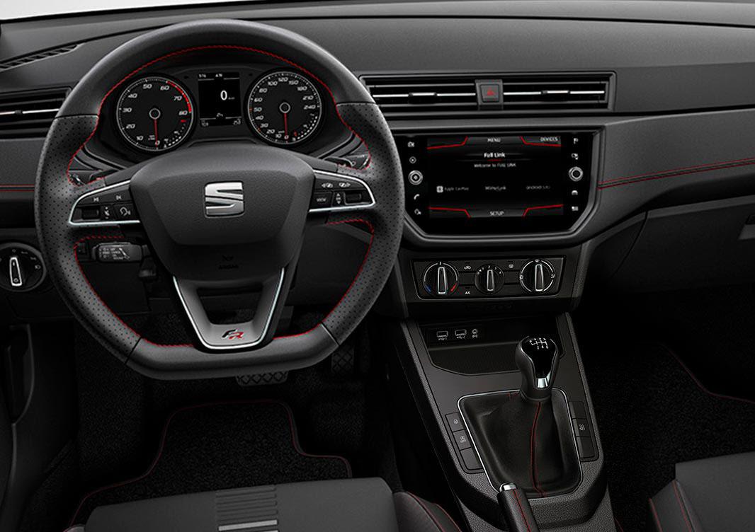 El SEAT Ibiza FR tiene interior muy dinámico