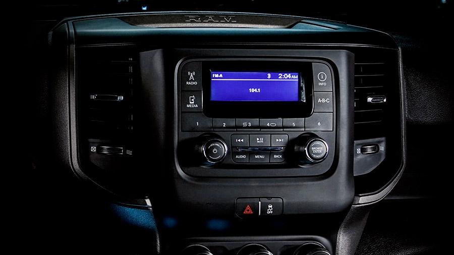 La consola central Ram 4000 Crew Cab 2020 resena opiniones tiene mandos intuitivos que facilitan el acceso a las funciones