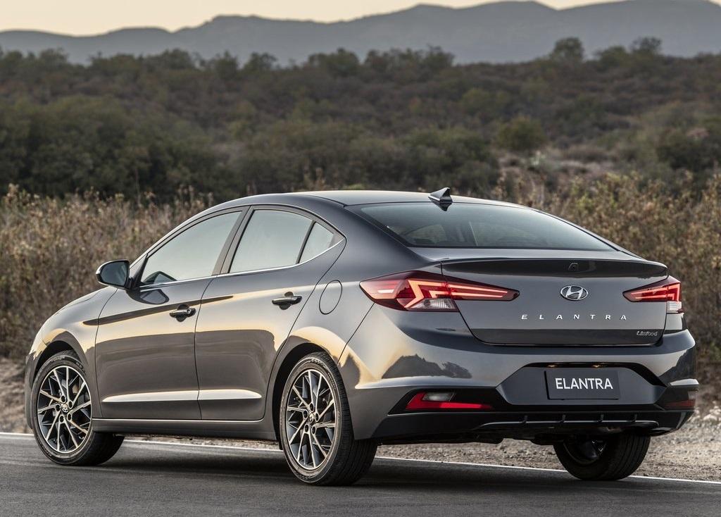 Hyundai Elantra Precio 3