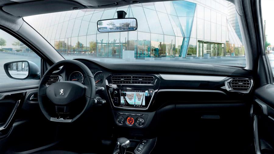 Peugeot 301 Allure HDi 2021 resena opiniones Lleva una pantalla táctil para facilitar la gestión multimedia