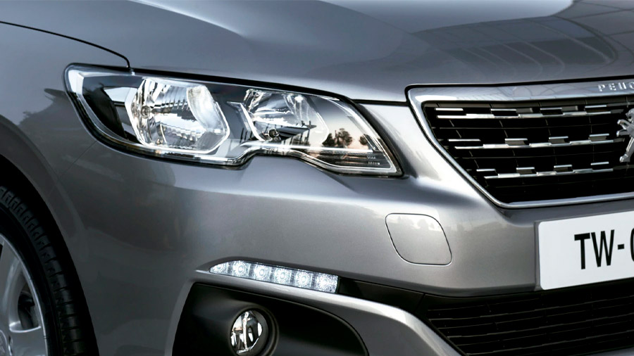Peugeot 301 Allure HDi 2021 resena opiniones Cuenta con faros principales de luz halógena