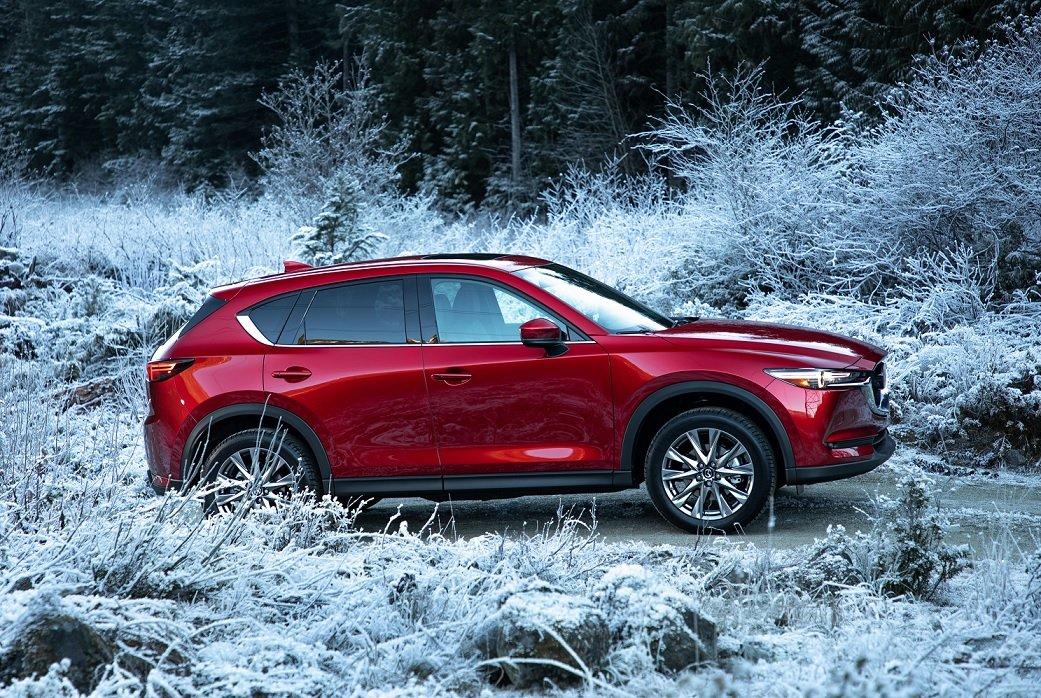 La Mazda CX-5 precio mexico tiene un cofre alargado
