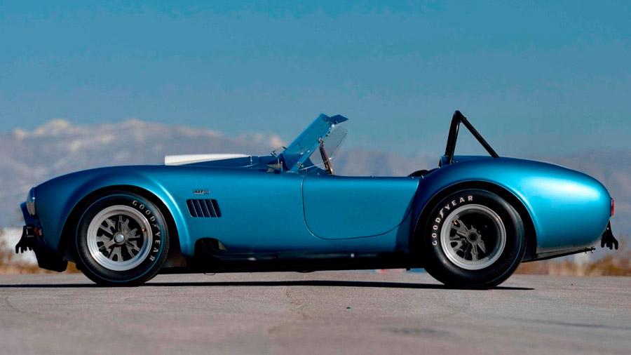 Es un roadster muy difícil de encontrar debido a la producción limitada en la década de los 60
