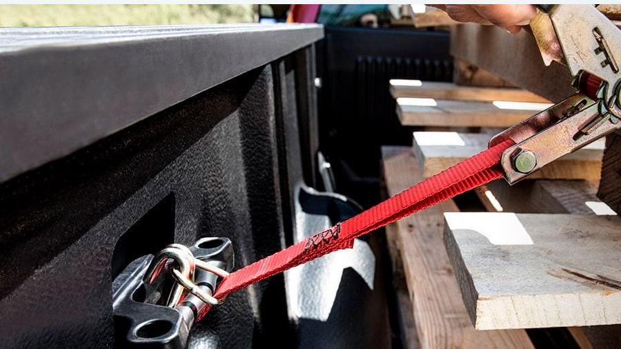 El sistema de ganchos en la caja nos servirá para asegurar la carga