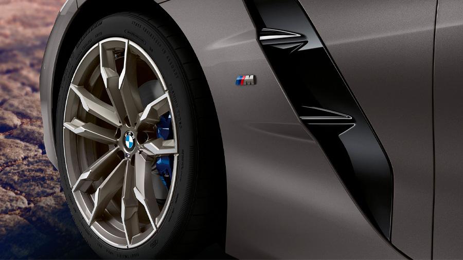 BMW Z4 M40i 2021 resena opiniones Tiene varios elementos al exterior para mejorar la aerodinámica, en comparación con la versión sDrive20i