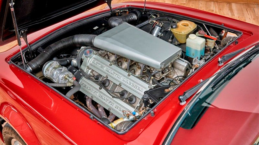 Este convertible tiene un motor V8 de 5.3 litros