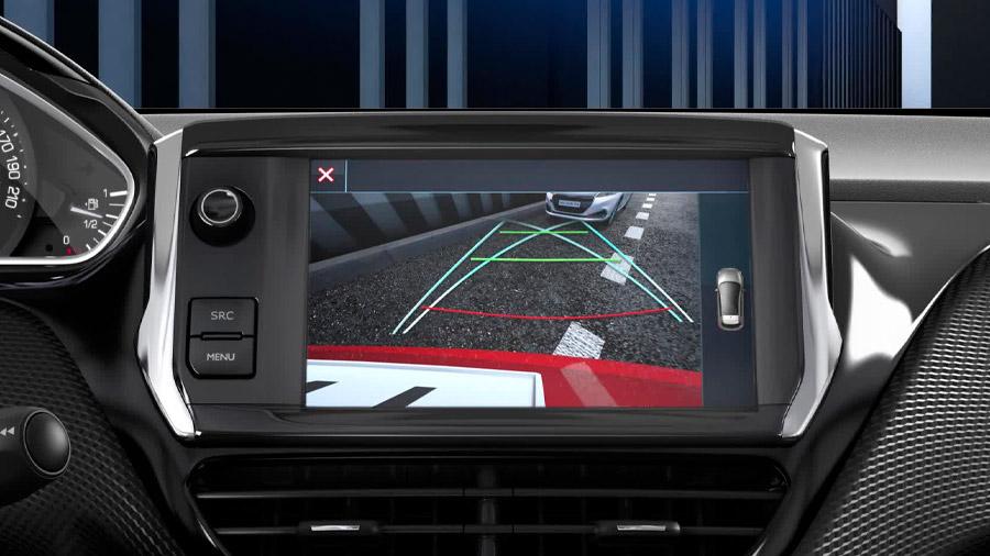 La SUV de Peugeot cuenta con cámara de reversa