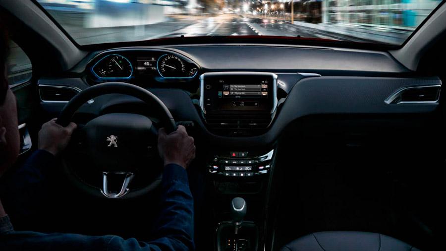 Peugeot incorporó buenos materiales al interior de esta SUV, por lo que genera sensaciones agradables al contacto