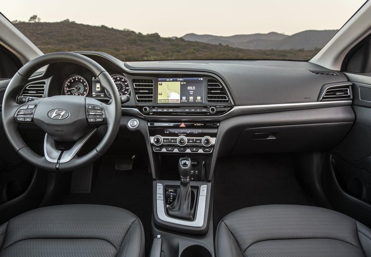 Volkswagen Jetta Highline 2020 Hyundai Elantra Limited Tech Navi 2020 comparativa