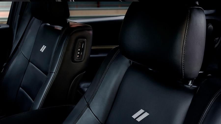 Todas las versiones Dodge Durango precio mexico llevan asientos forrados de piel
