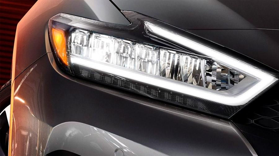 Todas las variantes Nissan Maxima precio mexico llevan faros principales con luz LED