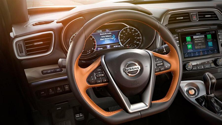 En el interior encontramos detalles que refuerzan sus aspiraciones deportivas Nissan Maxima precio mexico