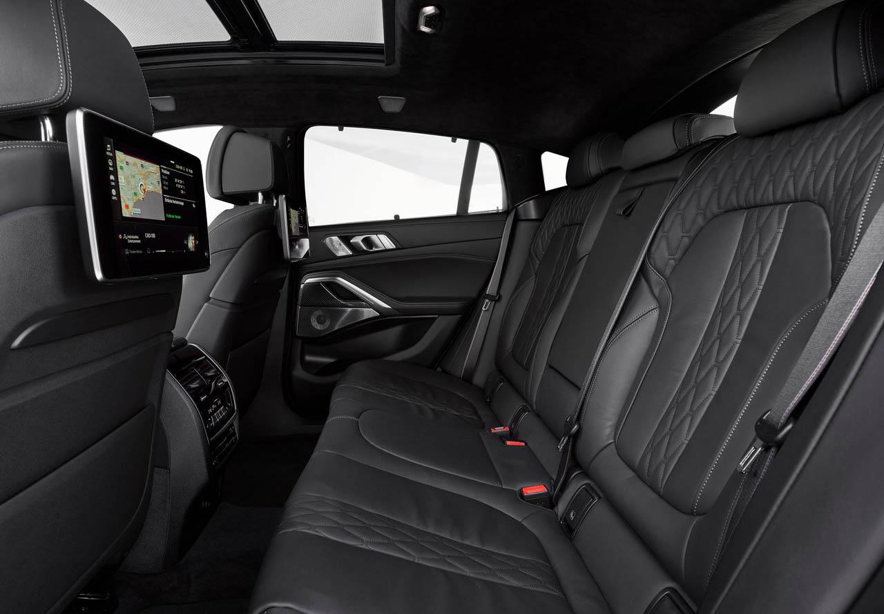 La BMW X6 M50i tiene asientos tapizados en piel Vernasca