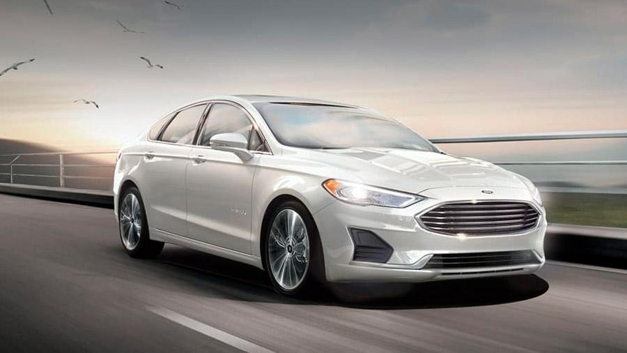 El Ford Fusion precio mexico es un auto conservador, espacioso y con un manejo sereno